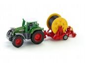 Siku 1677 Traktor Fendt Favorit 926 Vario z deszczownią szpulową 1/87