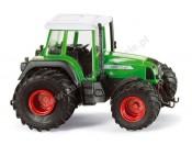 Traktor Fendt 711 Vario z szerokimi kołami