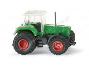 Traktor Fendt Favorit z szerokimi kołami