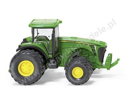 Traktor John Deere 8530 z podwójnymi kołami